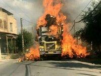 آتش سوزی کامیون با بار علوفه خشک