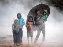 استراحت کودکان کارگر در یک کوره آجرپزی در نپال +عکس