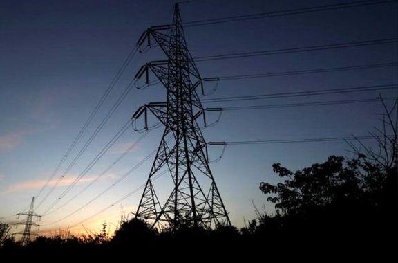 بیش از ۲۴۰خانوار در زیر حریم برق فشارقوی زندگی میکنند