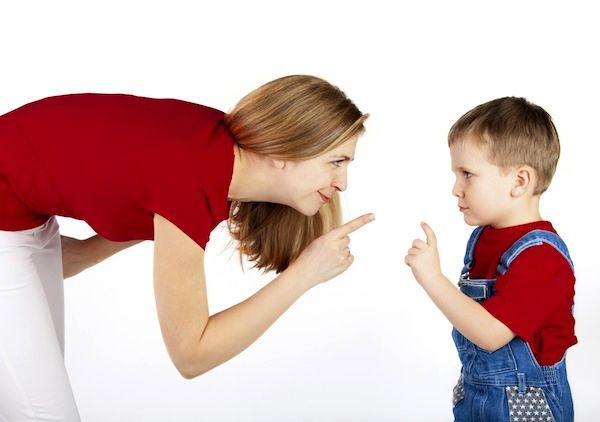 با کودکی که کلمات زشت به کار میبرد چگونه رفتار کنیم؟