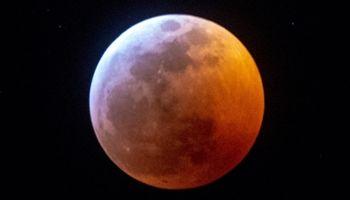 مشاهده خورشید گرفتگی و ماه گرفتگی در آسمان تیر