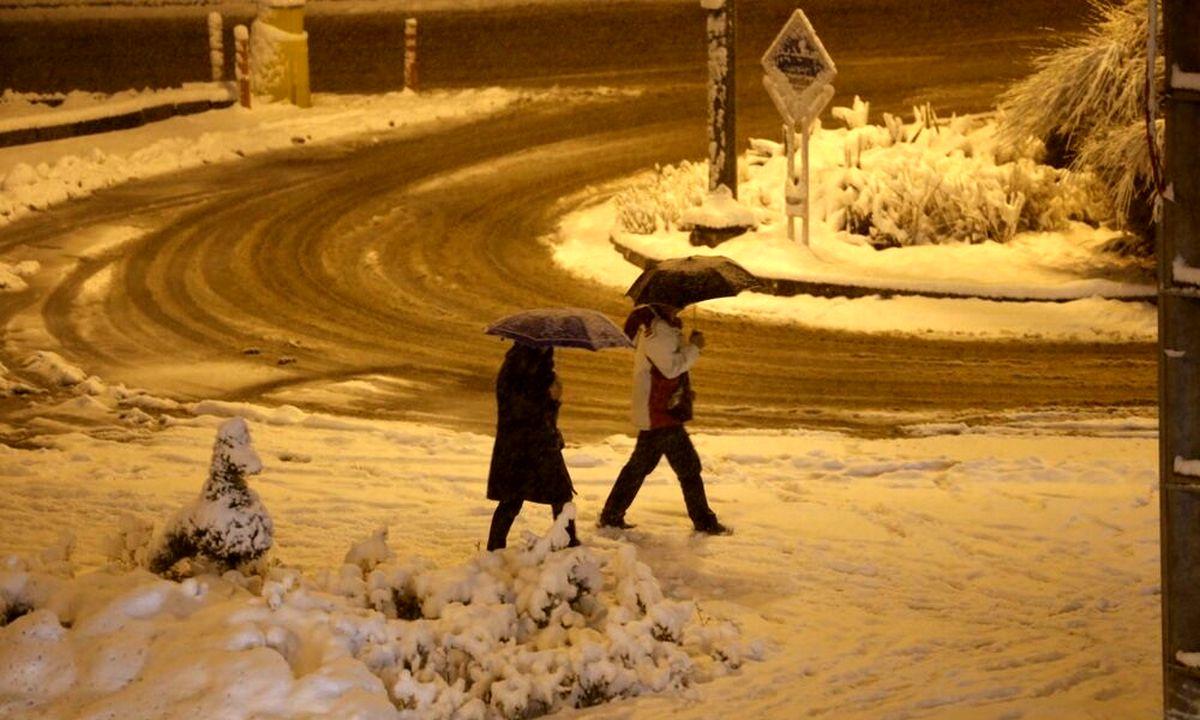 بارش برف و باران در جادههای ۱۲استان