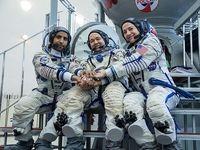 فضانورد اماراتی با لباس عربی در فضا +عکس