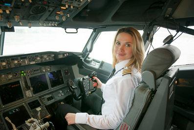 اولین زن خلبان شرکت هوایی بلاروسی بلاویا سوتلانا یمرنکو