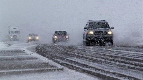بارش برف و باران در اکثر جادهها