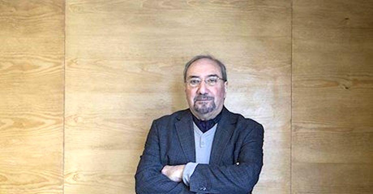 کاتوزیان از حمید عنایت و آل احمد میگوید