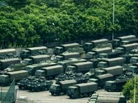 رژه نیروهای نظامی چینی در مرز هنگ کنگ +فیلم