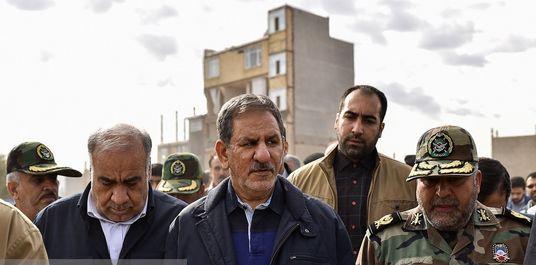 اسحاق جهانگیری در میان زلزلهزدگان کرمانشاه