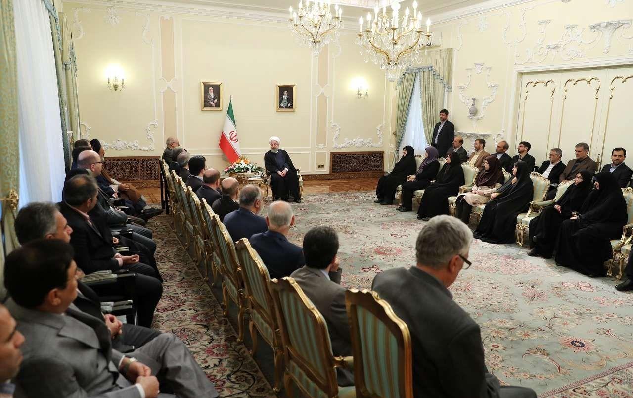 دیدار نوروزی جمعی از وزرا و مدیران اجرایی با رئیس جمهوری