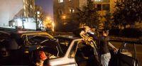 خواب زمستانی رانندگان تاکسیهای اینترنتی در تهران +تصاویر