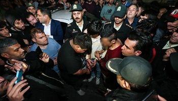 حمله خونین اراذل و اوباش به 9خودرو +تصاویر