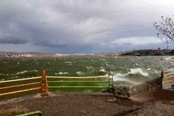 مواج شدن دریاچه «شورابیل» اردبیل در پی وقوع تندباد