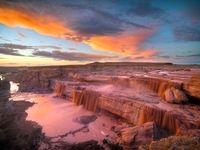 غروب آفتاب برفراز آبشار شکلاتی عکس روز نشنال جئوگرافی