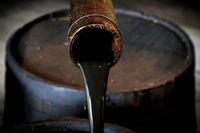 مروری بر وضعیت بازار نفت جهانی در هفته اخیر /  سنگینی سایه دلار بر قیمت طلای سیاه
