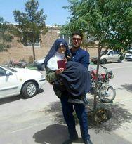 رای دادن مادر در آغوش فرزند +عکس