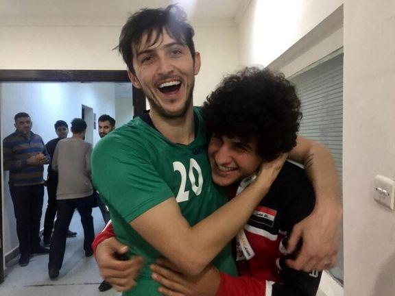 دیدار صمیمی بازیکنان ایران و عراق در آخرین تمرین +تصاویر