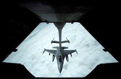 سوختگیری هواپیمای جنگنده آمریکایی در آسمان سوریه +عکس