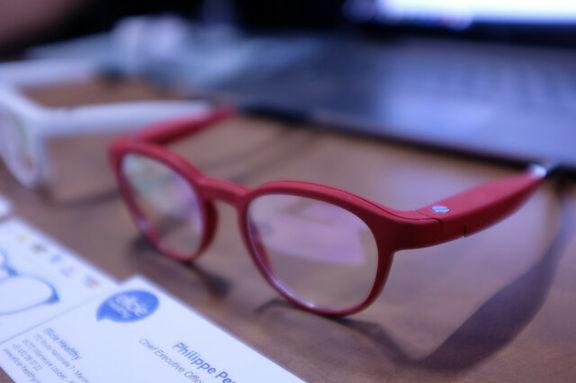 به جای لنز از عینک استفاده کنید