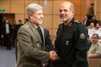خوش و بش وزرای دفاع احمدینژاد و روحانی +عکس