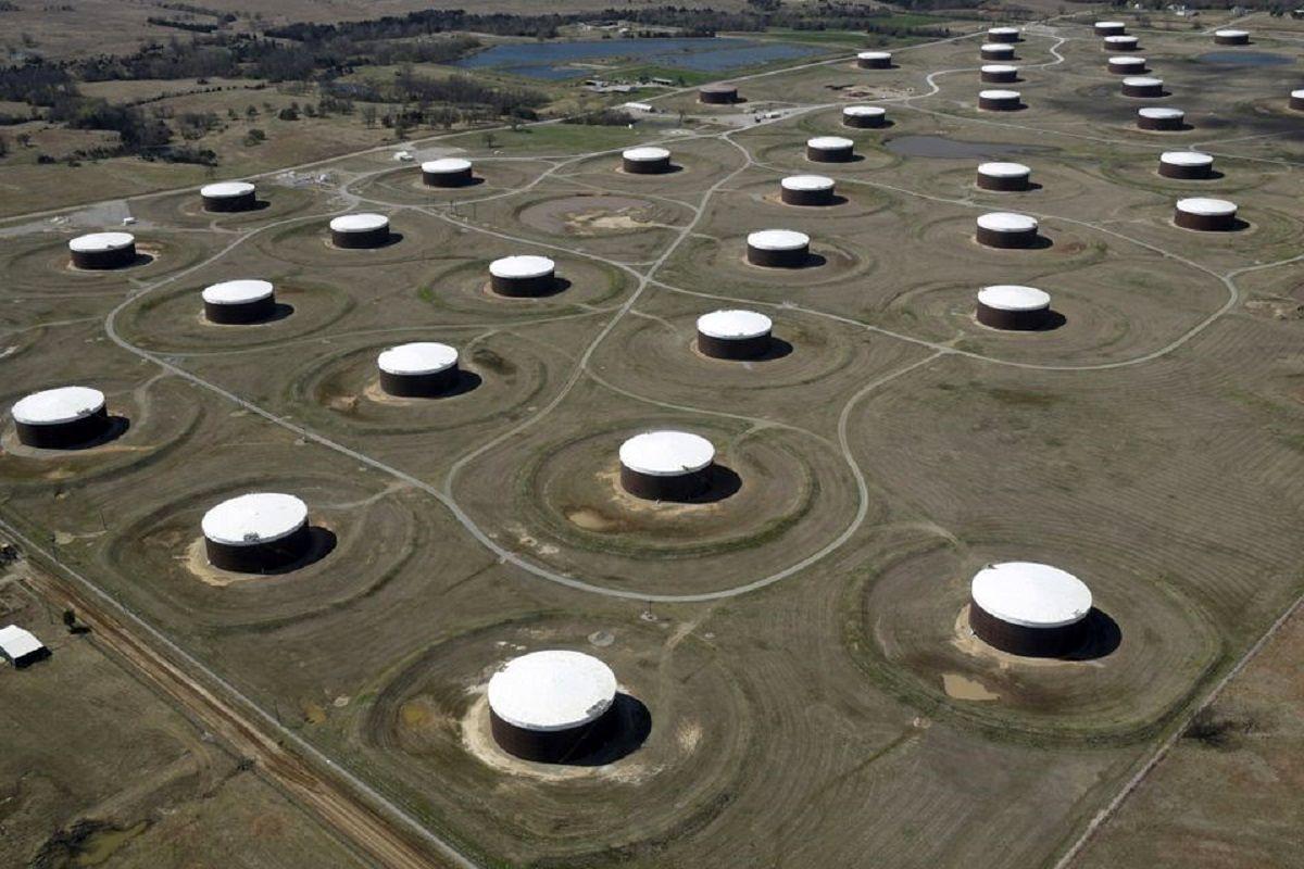 افت قیمت نفت در آخرین روز معاملات هفته / ثبت سود هفتگی در بازار