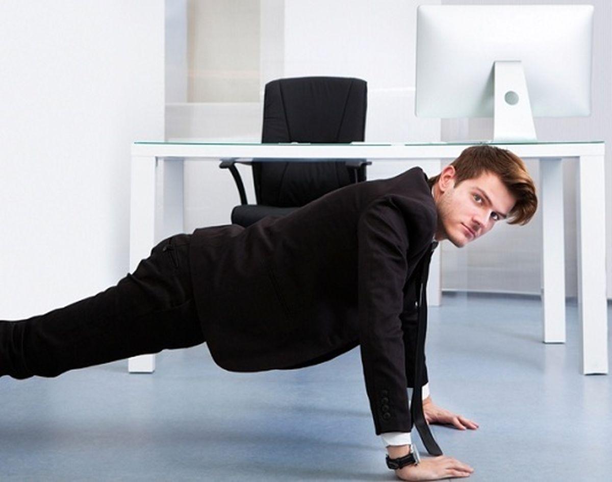 ۱۰ حرکت ورزشی مناسب برای پشتمیزنشینها