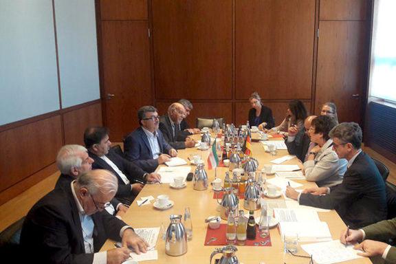 آخوندی: پیشنهاد ایجاد کریدور ریلی آلمان - ایران- چین/ در بسیاری از موارد در مراحل نهایی کارها هستیم