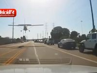 فرود اضطراری هواپیما وسط خیابانهای لس آنجلس +فیلم