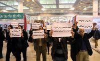 اعتراض متقاضیان مسکن مهر پردیس در نمایشگاه مطبوعات+ تصاویر