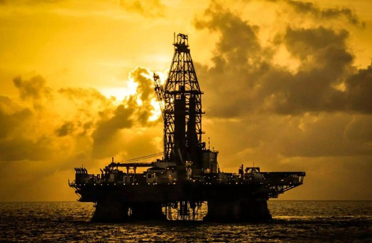 صاحبان دکلهای حفاری در برابر ترامپ/ کاهش قیمت نفت در انتهای هفته جبران میشود؟
