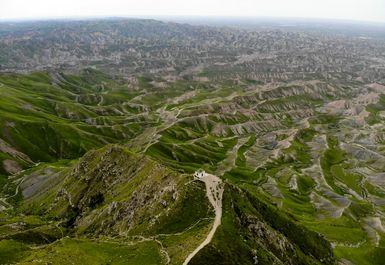 طبیعت بکر مراوه تپه و زیارتگاه خالد نبی