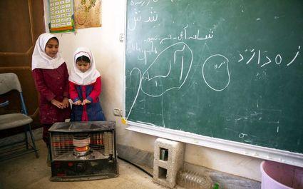 مدرسه عشایری در حاشیه شهر شیراز +عکس