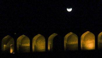 دو پدیده ابرماه سرخ آبی و ماه گرفتگی آبی +عکس