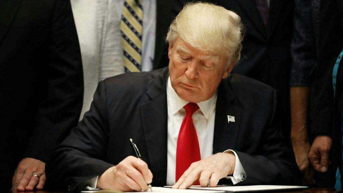 ترامپ دادگاه لاهه را تحریم کرد
