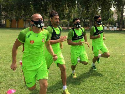 ماسک گرانقیمت بازیکنان نفت برای تمرین +عکس