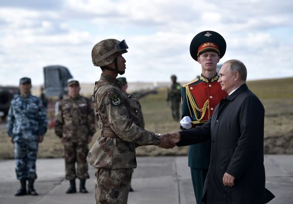 حضور پوتین در مانور نظامی روسیه و چین +عکس