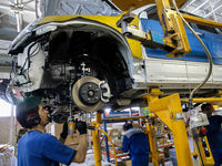 خودروهای ناقص با تکمیل قطعات روانه بازار میشود