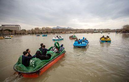 قایق سواری در زاینده رود +عکس