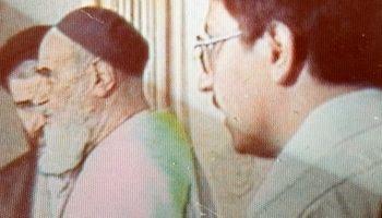 عکس دیده نشده از همتی رئیس کل بیمه مرکزی  با امام (ره)