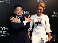 مارادونا و همسرش بر روی فرش سبز مراسم The Best +عکس