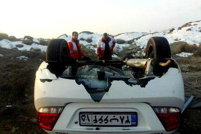 واژگونی خودروی سواری در خیابان دماوند